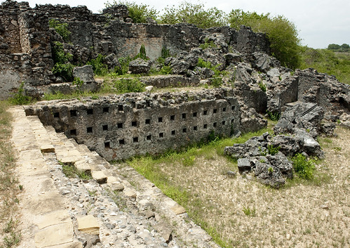 voyage africa travel history coral rock horizontal architecture tanzania outdoors photography sandstone ruins photographie muslim islam ruin nopeople palace historic unescoworldheritagesite ruine histoire palais archeology swahili afrique ruines archeologie historique eastafrica musulman pleinair tanzanie exterieur coralstone chittick colorpicture placeofinterest photocouleur afriquedelest kilwakisiwani colourpicture lindiregion husunikubwapalace sultanalhasanibnsulaiman eastafricancoast 0022tanzania