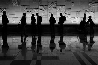 Singapore airport silhouettes, par Franck Vervial