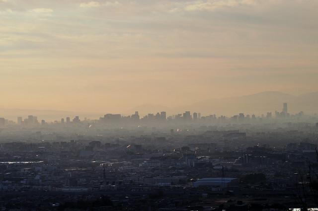 中山・夫婦岩から大阪中心街の眺望