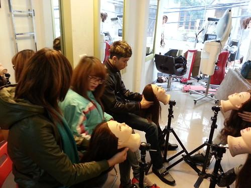 Dạy nghề tạo mẫu tóc chuyên nghiệp Học viện Korigami Hà Nội 0915804875 (www.korigami (53)