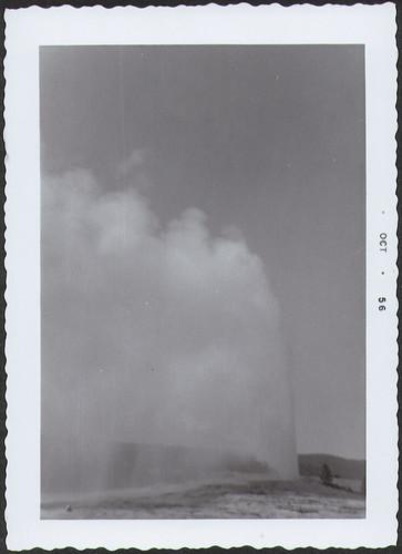 Yellowstone1956_OldFaithful2