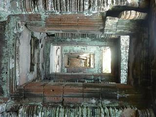 044 Banteay Kdei View through the Cloister