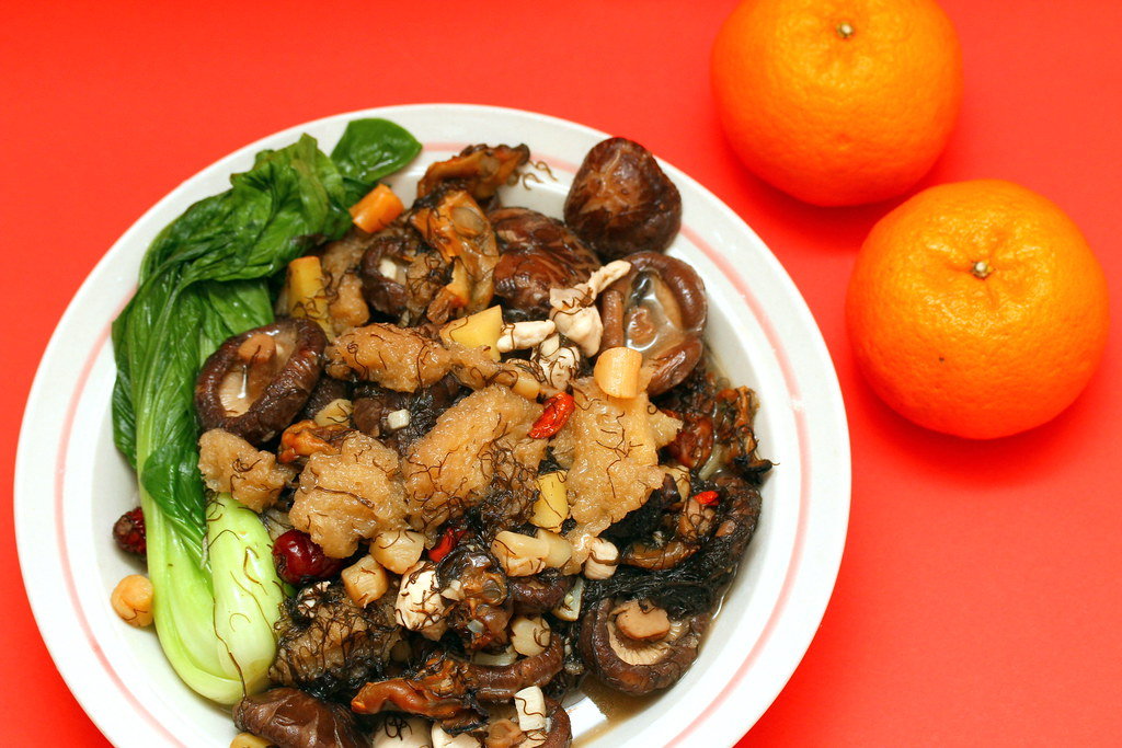 Braised Dried Oysters with Black Moss, Fish Maw and Mushrooms