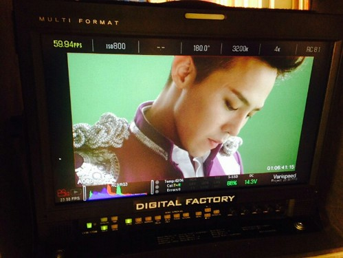 G-Dragon - Tower of Saviors - 2014 - BTS - 09