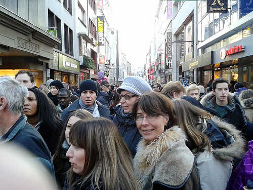 Shopping Crowd at Hohe-straße