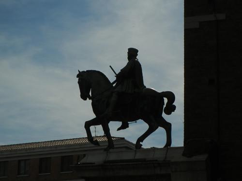 DSCN4025 _ Statue of Marchese Niccolo III d'Este, Palazzo Municipale, Ferrara, 17 October