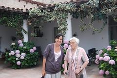 Con Lila en el patio de su casa