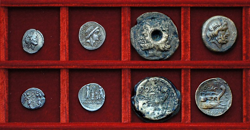 RRC 332 T.CLOVLI Q Cloulia quinarius, RRC 334 L.POMPON MOLO Pomponia denarius, bronzes, Ahala collection, coins of the Roman Republic