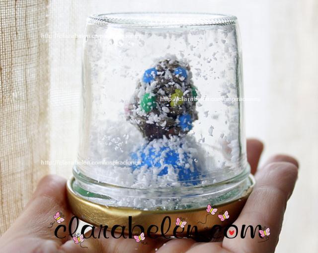 Bola de nieve con piña y plastilina