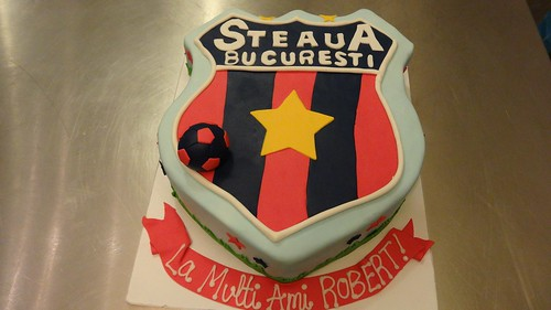 STEAUA Bucuresti logo cake by CAKE Amsterdam - Cakes by ZOBOT