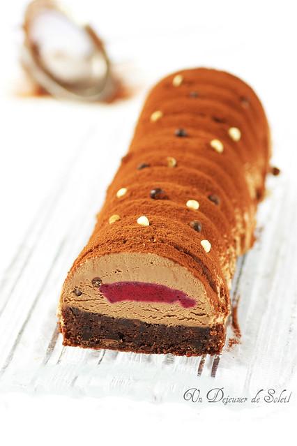 Bûche chocolat, caramel et airelles
