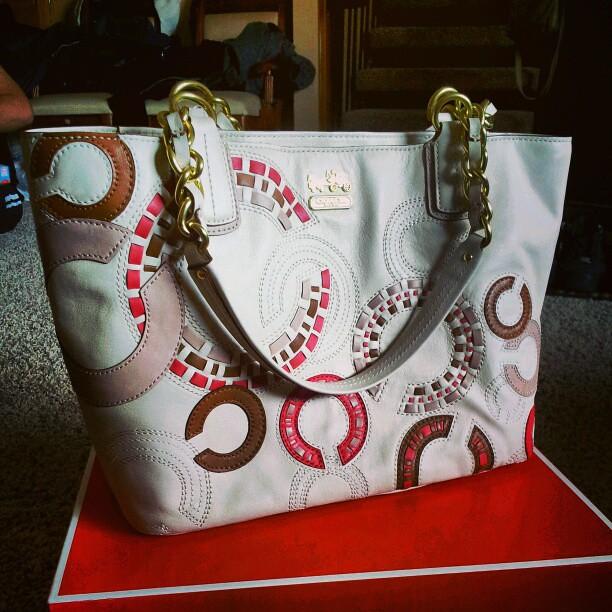 Coach tote from the love!  #coach #tote #bag #logo #c #coachopartdesign #signaturecdesign #handbag