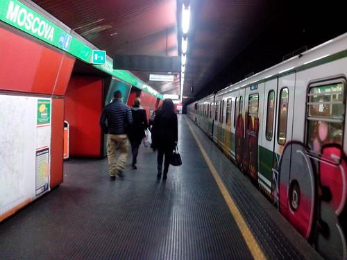 L'ultimo dell'anno fuori dalla metro by Ylbert Durishti
