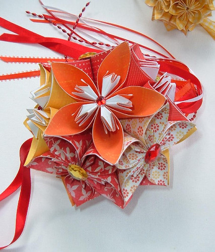 Paper flower ball from Etsy aquavina