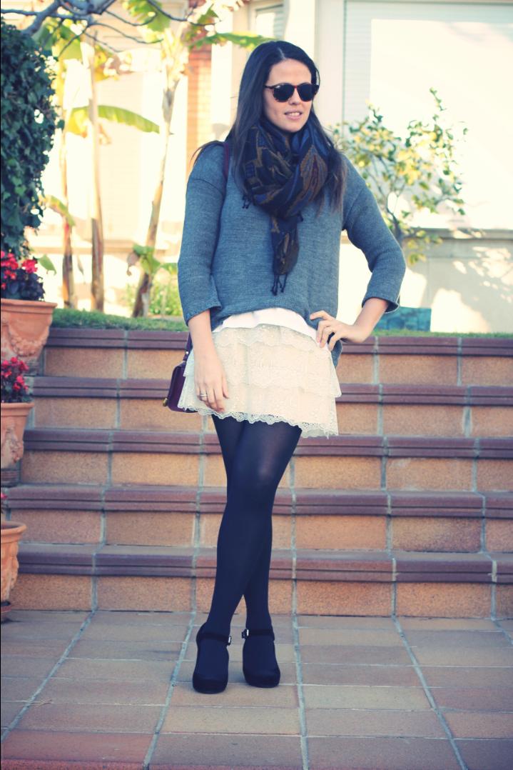 Look falda encaje + gris