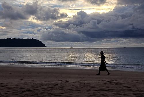 travel sky beach nature clouds strand walking person evening abend reisen southeastasia burma natur himmel wolken myanmar birma thandwe mapmyanmar anymotion tonemapped 2013 ngapalibeach rakhinestate canoneos5dmarkii 5d2