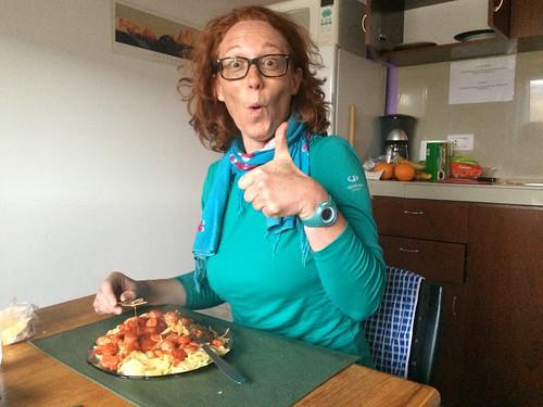 El Chaltén: pour l'annif de Miss V, c'est spaghettis à la sauce tomate et aux saucisses Knacki ;)