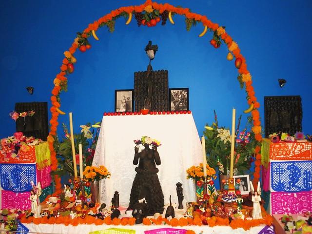 """Ofrenda en ocasión de la proyección de la película """"Frida: naturaleza viva"""", de Paul Leduc"""