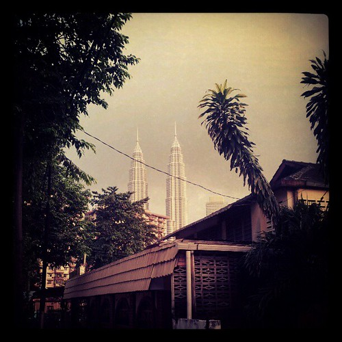 Kampung Baru dan KLCC oleh Penaberkala