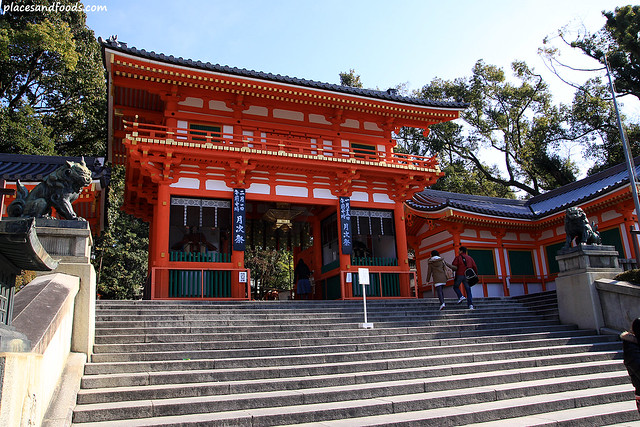 yasaka shrine kyoto entrance