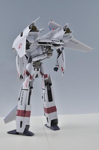 やまと 完全変形 1/60 VF-4G Lightning III バトロイド