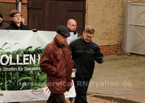 2012.12.29 Stendal OT Insel Buerger_innen und NPD (7)