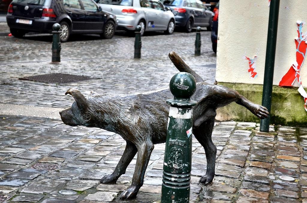 Peeing statue Belgian
