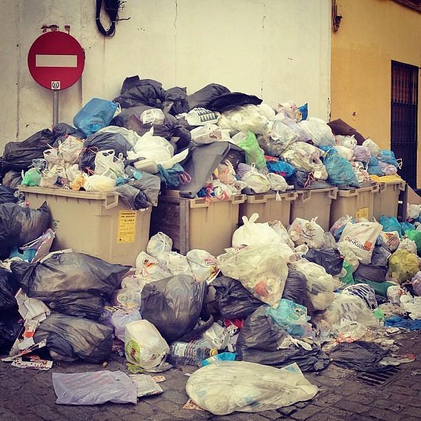 Tocan #fotos de #basura apilada #Sevilla #Huelga
