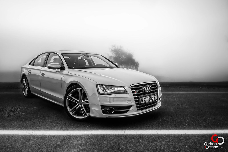 2013_Audi_S8-5.jpg