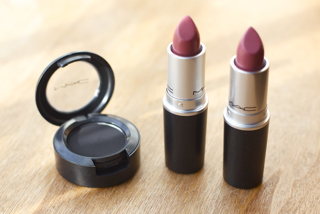 MAC Carbon Eyeshadow MAC Mehr lipstick MAC Twig Lipstick