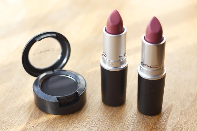 MAC Carbon Eyeshadow MAC Mehr lipstick MAC Twig Lipstick