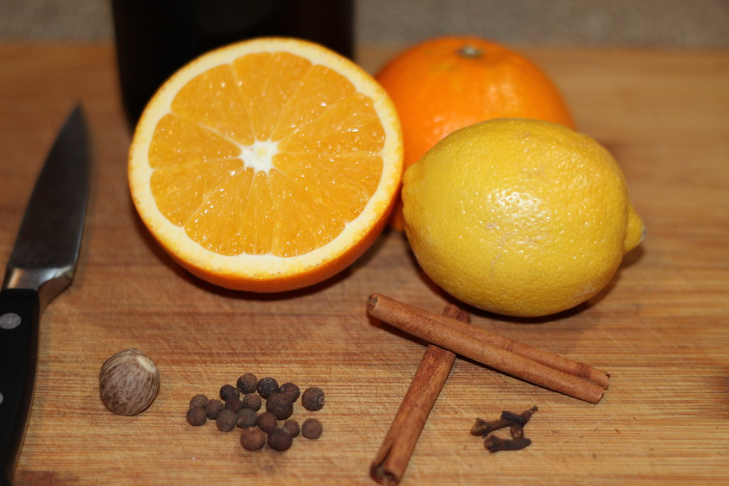 Mulled Wine ingredients orange, lemon, nutmet, allspice, cinnamon sticks and cloves