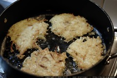 rachel making potato pancakes    MG 0777