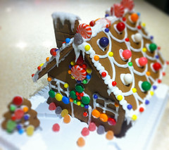 gingerbread house, cake, sweetness, sprinkles, gingerbread, food, cake decorating, icing, dessert, snack food,