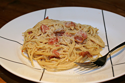 Spaghetti Carbonara with Bacon and Tomatoes