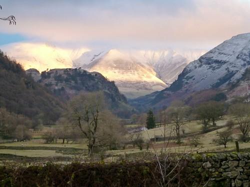 朝日に映える雪山