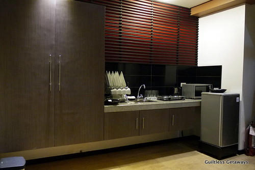 isuites-sake-room-kitchen.jpg