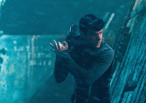star-trek-into-darkness-zachary-quinto-600x423