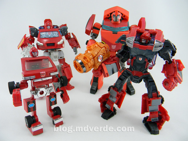 Transformers Ironhide Deluxe - Arms Micron - modo robot vs G1 vs Henkei vs Animated