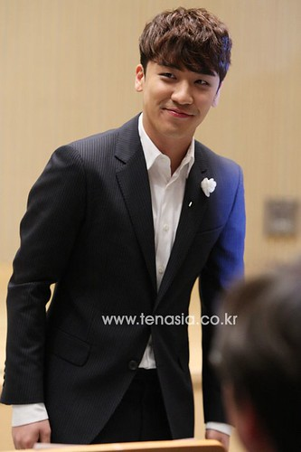 seungri_angel_eyes_140403_013