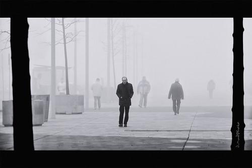 El hombre grande es aquel que en medio de las muchedumbres mantiene la independencia de la soledad.