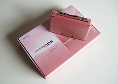 Japanese 'misty pink' 3DS + box
