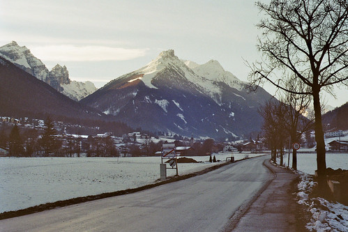 road sunset snow mountains alps film analog 35mm 50mm austria tirol europe olympus 200iso dm zuiko om2 tyrol paradies om2n fulpmes dmparadies dmparadies200