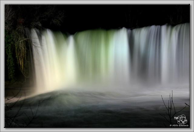 3 Cascada El Peñón de noche