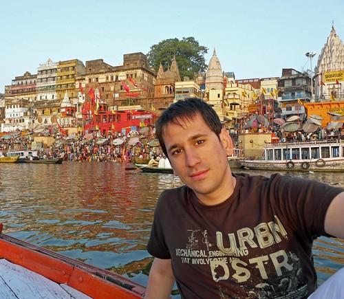 Foto en el bote por el Río Ganges a su paso por Benarés