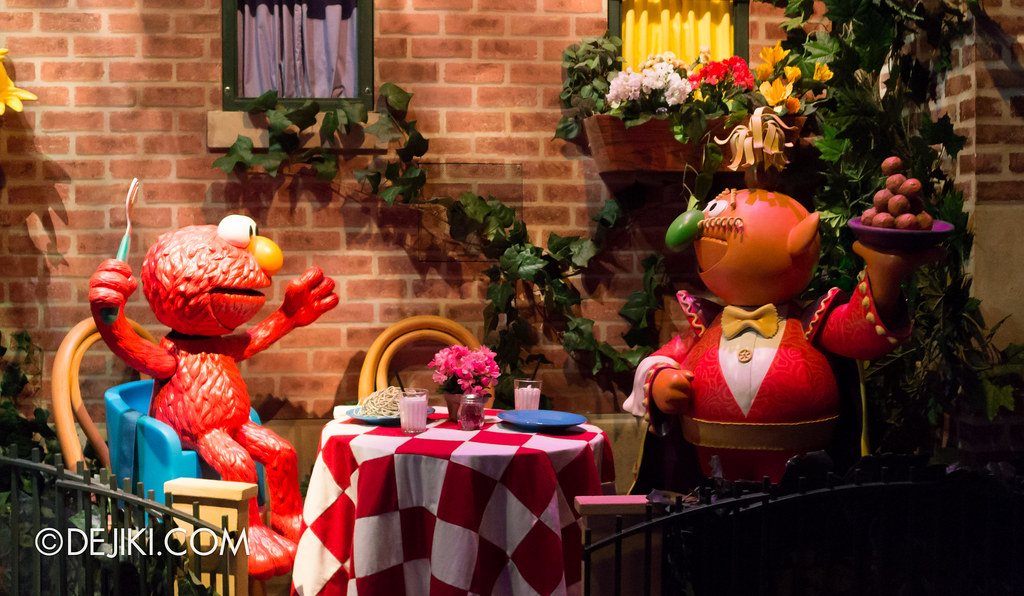 [On-Ride Photo] Spaghetti Space Chase - Elmo and Macaroni the Waiter