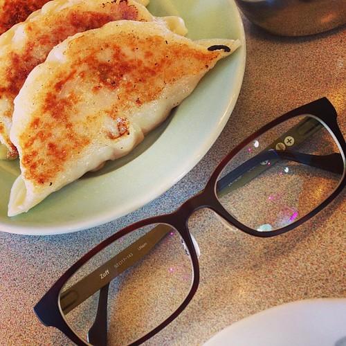 この餃子、メガネの横幅と対して変わらんw