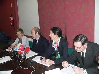 De izquierda a derecha, Virginia Oregi, vicepresidenta, Ina Etxebarria, presidente, María Goikoetxea, vicepresidenta y Patxo Aiestaran, secretario técnico de la Federación de EPSV de Euskadi.