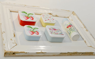 Cath Kidston- COTTAGE AND LINEN SPRIG SANDWICH BOXES