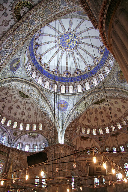 Interior of the Blue Mosque, Istanbul, Turkey イスタンブール、ブルーモスク内部